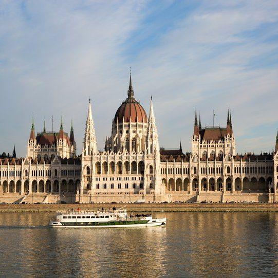 Paket tur Panduan Keliling Eropa Timur 11D8N