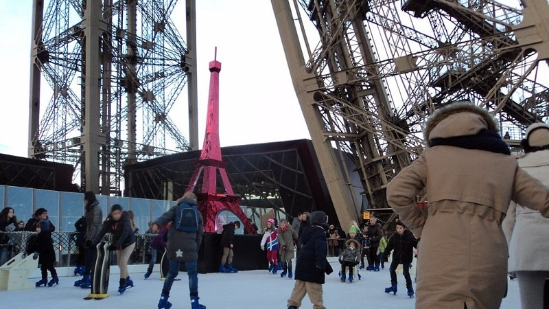 Aktivitas Seru Saat Liburan Musim Dingin di Eropa - Eiffel Tower Ice Rink - Sumber Flickr
