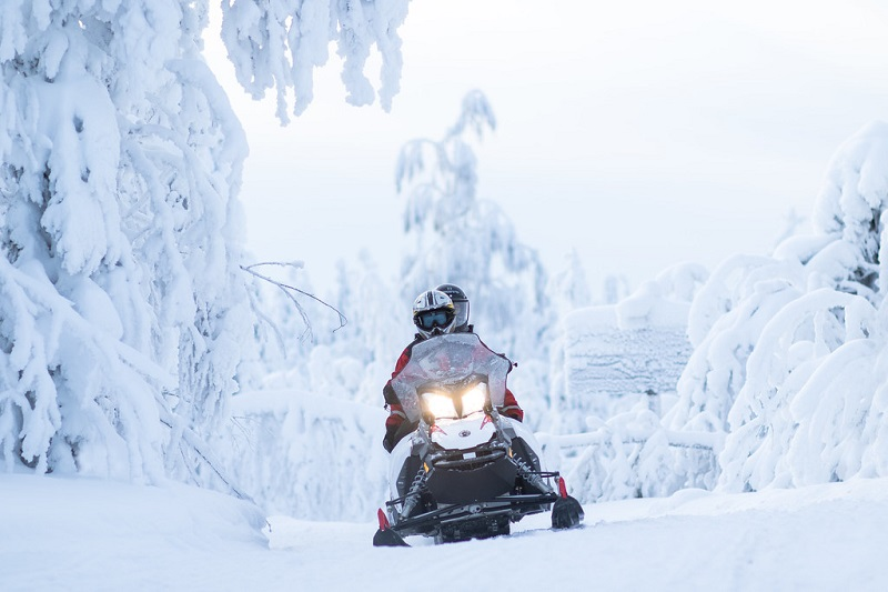 Rekomendasi Kegiatan Seru Saat Winter di Eropa - Naik Snowmobile - Sumber Flickr