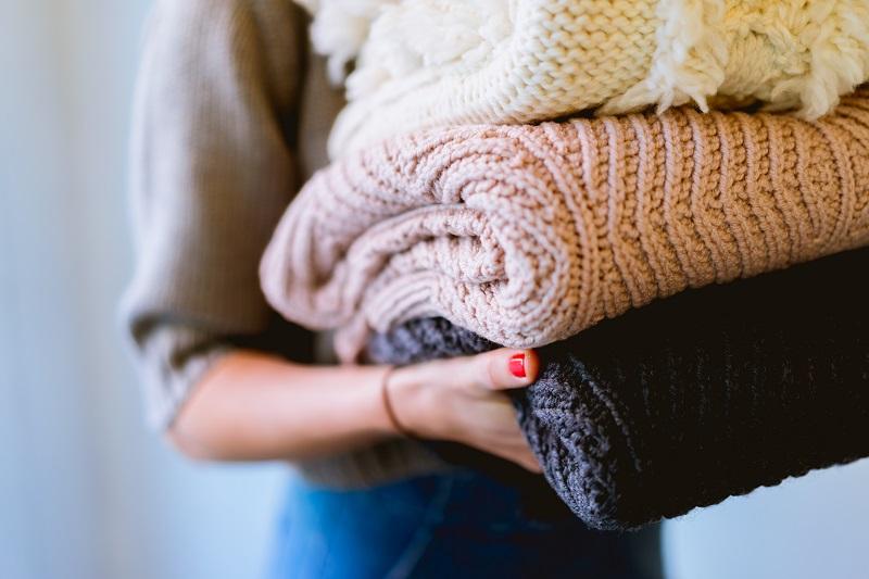 Benda dan Perlengkapan Liburan Musim Dingin - Sweater - Sumber Unsplash