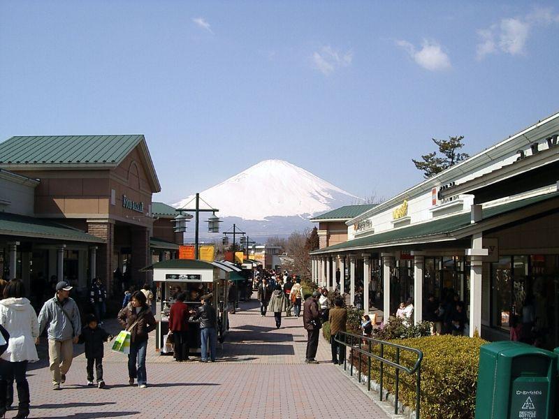 Tempat Belanja Barang Branded yang Populer di Jepang