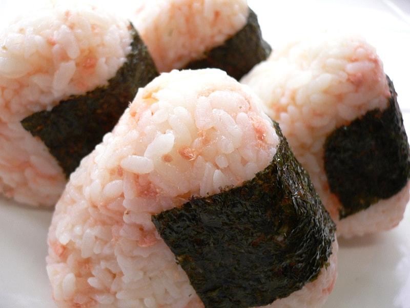 3 Jajanan Jepang - Salmon Onigiri - Sumber Wikimedia