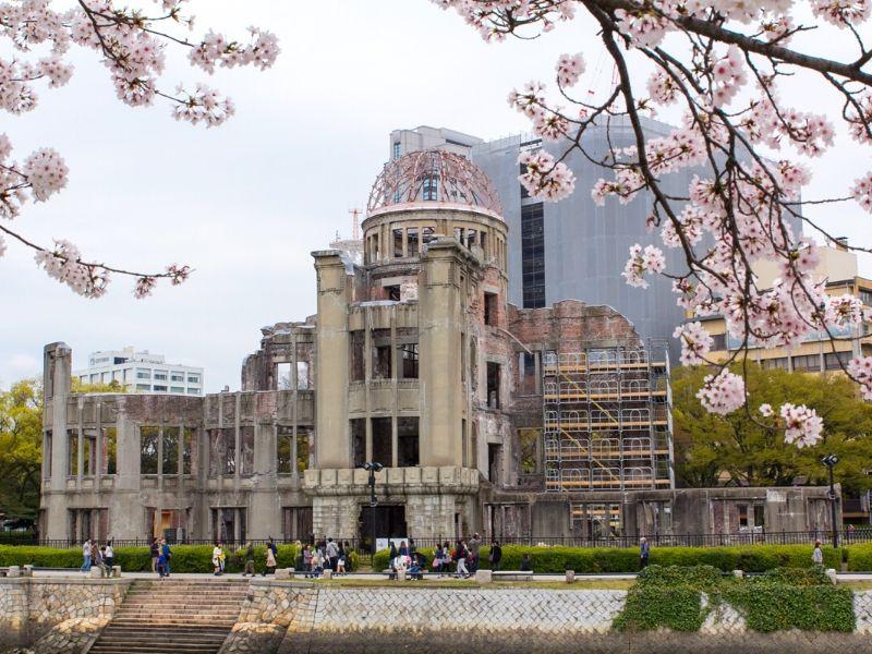 Sakura di Hiroshima Peace Memorial Park, Jepang - Sumber Wikimedia