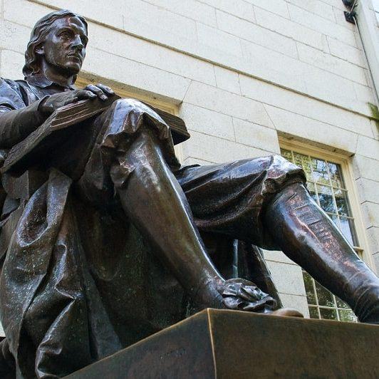 John Harvard Statue - Sumber: Flickr