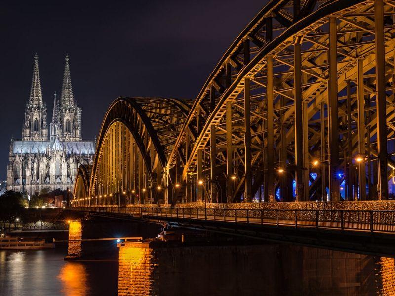 Liburan ke Eropa - Hohenzollernbrücke Bridge, Cologne, Jerman - Sumber Flickr