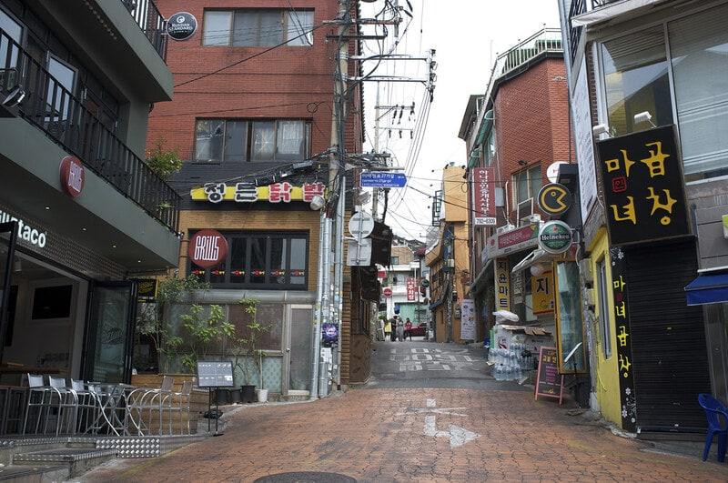 Itaewon Street - Sumber Flickr