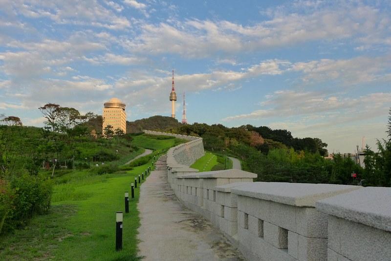 Taman di Seoul - Namsan Park dan Namsan Tower - Sumber Flickr