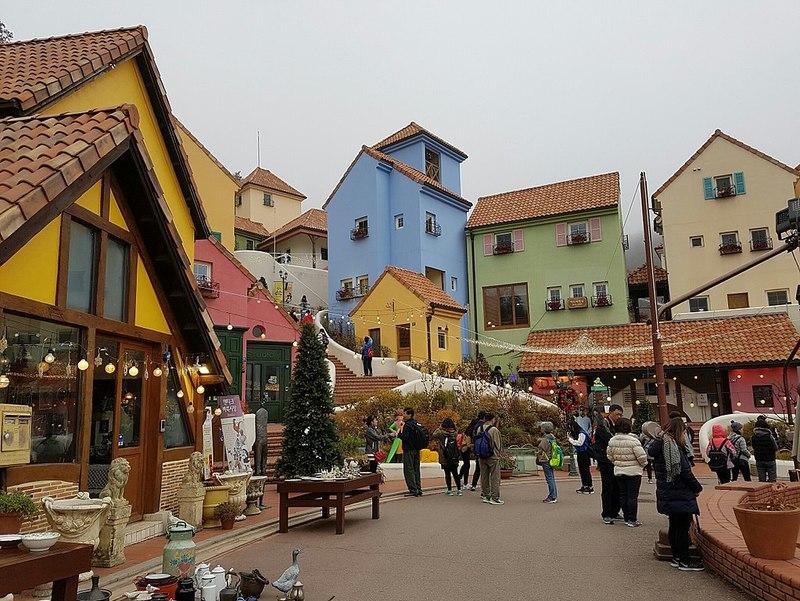 Destinasi Wisata Populer di Korea - Petite France - Sumber Wikimedia