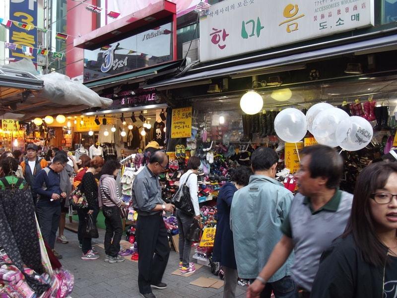 Destinasi Wisata Populer di Korea - Dongdaemun Market - Sumber Wikimedia