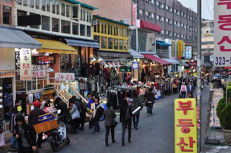 Hongdae Street - Sumber Flickr