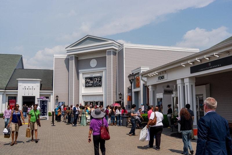 Wisata Belanja di New York Woodbury Premium Outlet