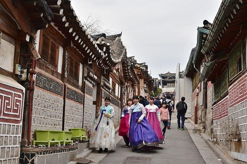 Spot Foto Instagramable di Seoul - Bukchon Hanok Village - Sumber Wikimedia