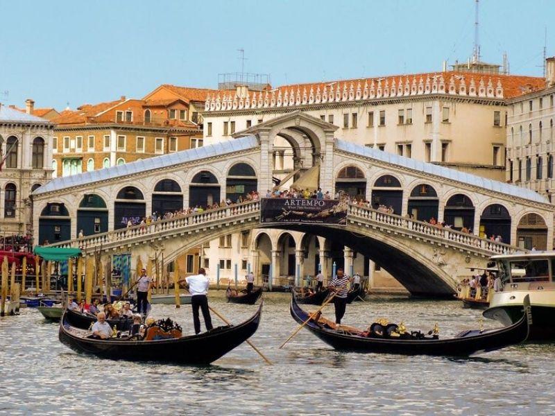 Italia Berencana Menerima Wisatawan  - Sumber Flickr