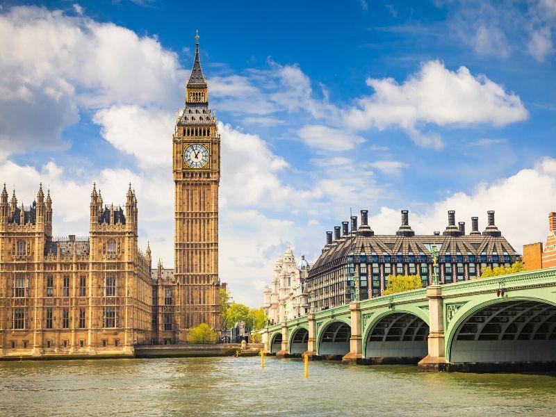 Inggris Mewajibkan Karantina untuk WNA